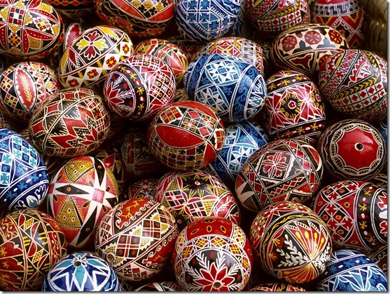 red_blue_easter_eggs